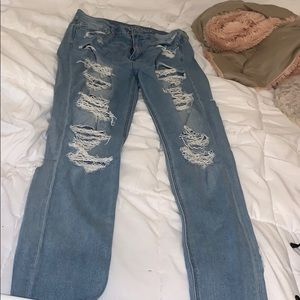 distressed mom jeans!!